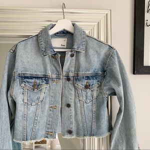Aritzia Wilfred Free Sandalis Denim Jacket